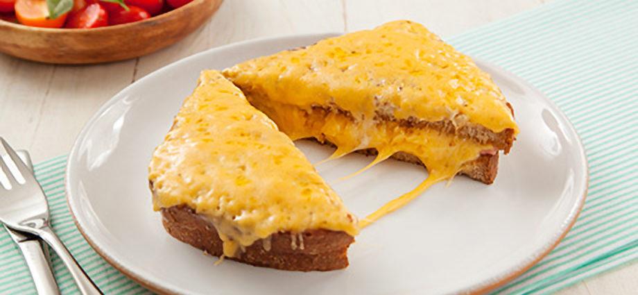 Sanduiche de queijo gratinado